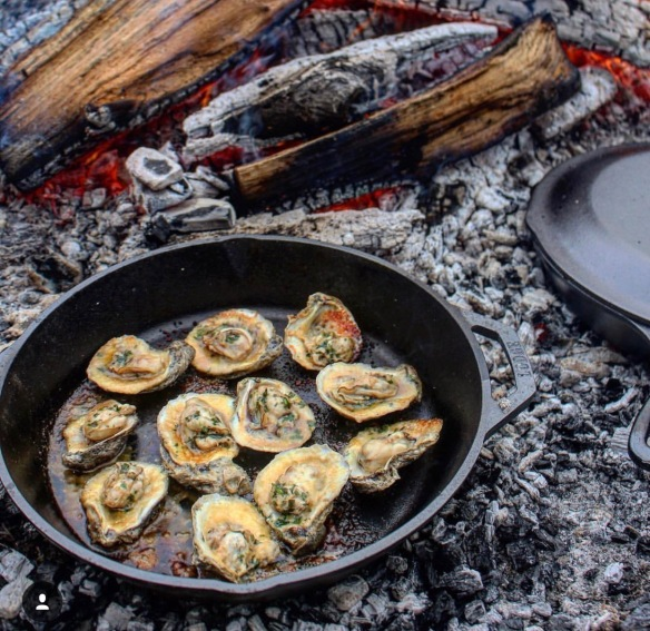 Oysters cooked over fire